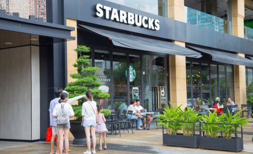 The decoration style of Starbucks in Vietnam