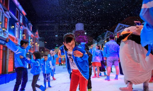 The largest indoor snow town all over SouthEast Asia