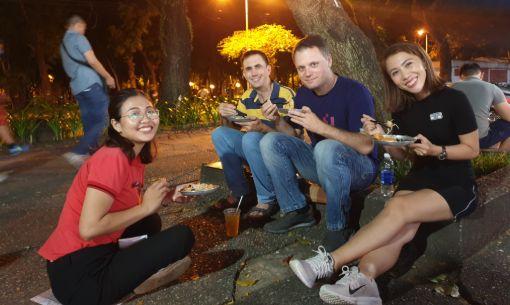 Walking Food Tour with Papaya Salad in District 1